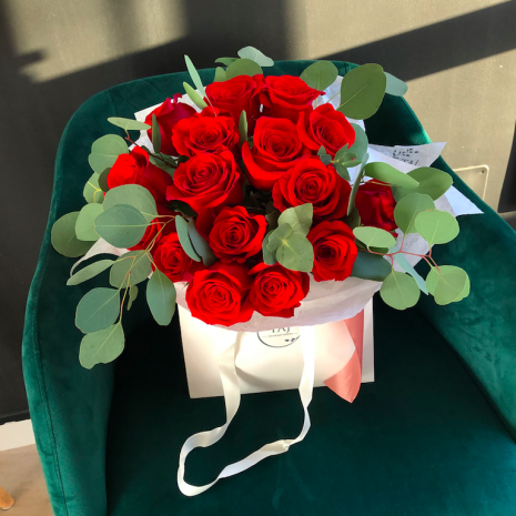 trandafiri rosii livrare pitesti